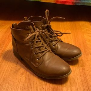 Brown ankle boot/booties